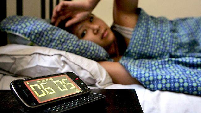 477267-woman-resents-alarm-clock